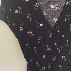 H&M Tops - ✰ h&m black floral top ✰